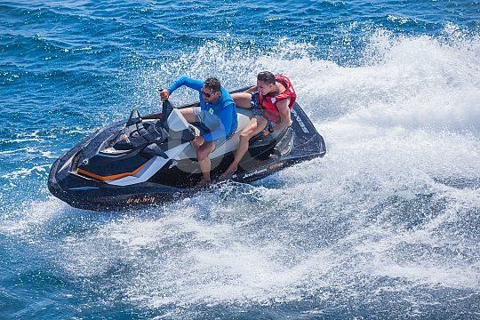 Jetski bei Partyboot Tour auf Ibiza