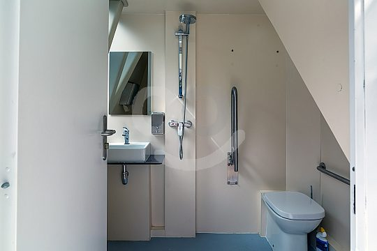 Toilette an Bord des Katamarans