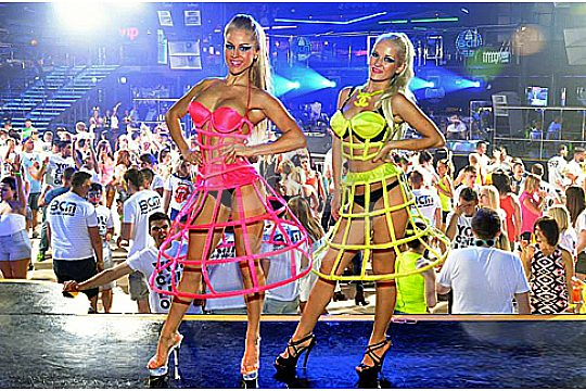 Party Tour BCM Gogo Tänzerinnen
