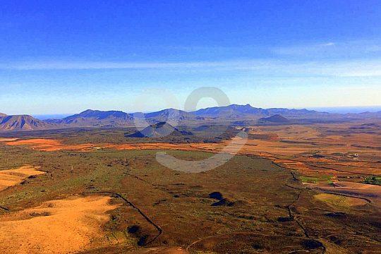Ausblick vom Vulkan beim Wandern auf Fuerteventura