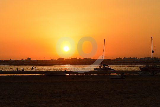 Zum Sonnenuntergang mit einer Bootstour ab Olhão