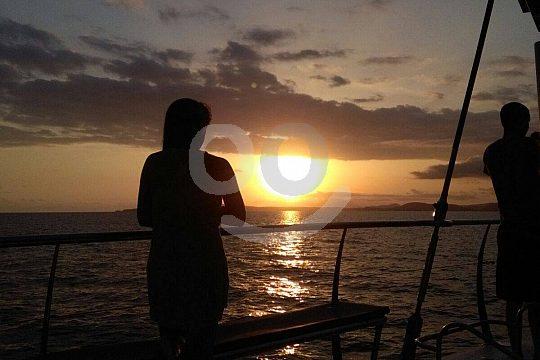 Katamaran zum Sonnenuntergang