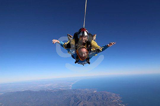 Fallschirmsprung an der Costa Brava