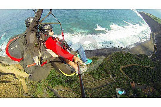 Mit dem Fallschirm über Teneriffa fliegen