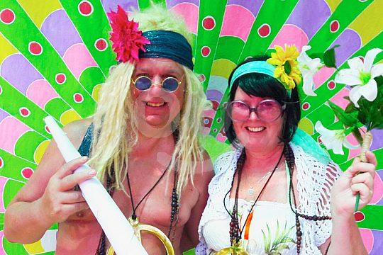 zum Hippiemarkt mit dem Boot