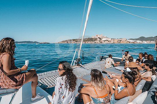 Relaxen auf dem Ibiza Formentera Katamaran