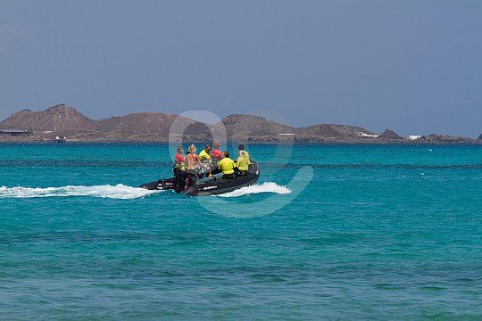 Hilfsboot für den Kitesurfing-Unterricht