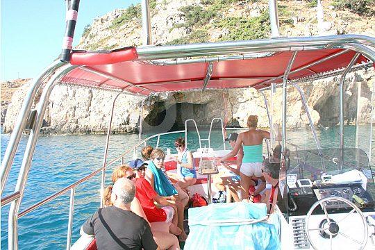 Gruppe mit Skipper auf Kreta
