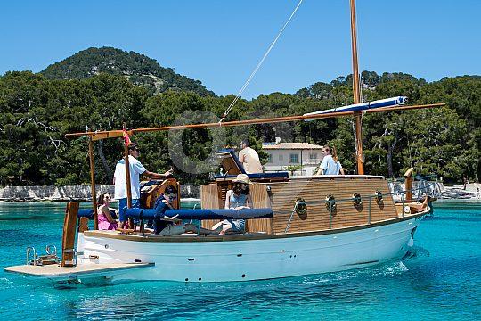 mit mallorquinische Llaut auf Bootstour gehen