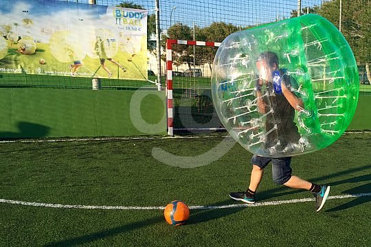 Mallorca Fußball spielen mit aufblasbarem Ball