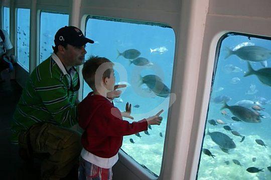 Boot mit Fenstern unter Wasser