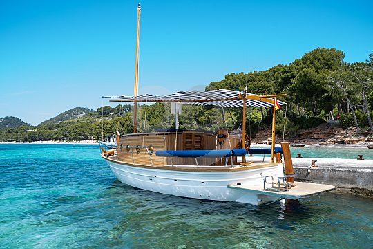 nahe Alcudia Ausflug mit tradionellem Boot