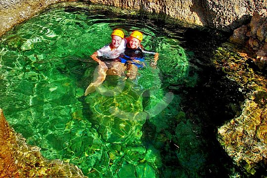 kurze Badepause beim Coasteering auf Mallorca