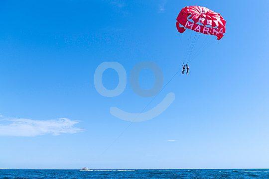 Bis zu 80 Meter über dem Meer fliegen