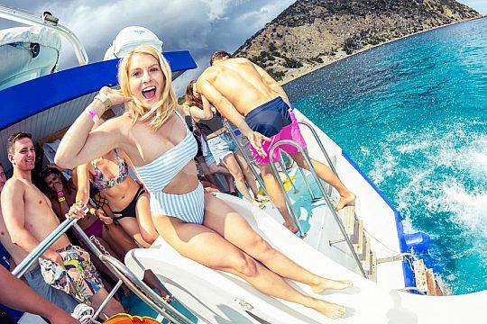 Abkühlung auf der Ibiza Bootsparty