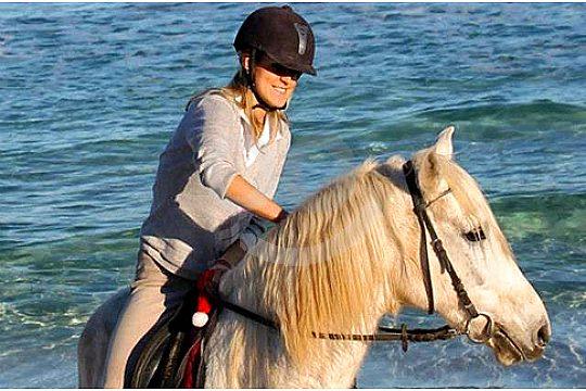 Ausritt mit Pferd am Meer auf Mallorca