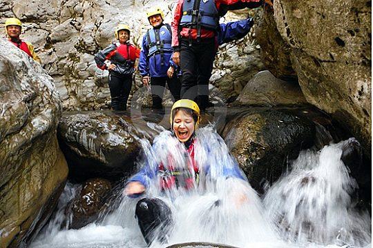 wildwasser beim rafting in der toskana