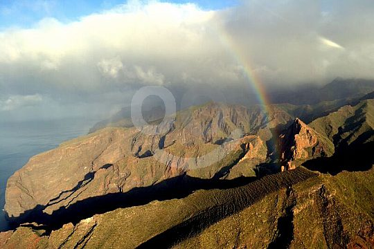 Rundflüge Teneriffa mit dem Hubschrauber Regenbogen Berge