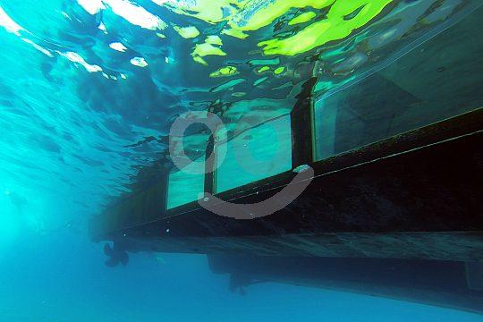 Glasbodenboot von unten