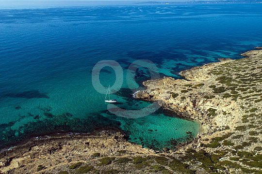 Tiefblaues Wasser in Mallorcas Buchten