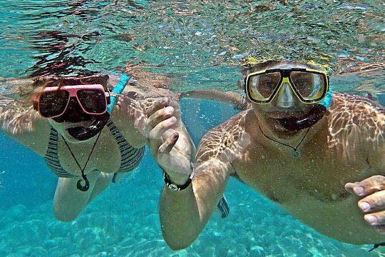 Schwimmpause unter Wasser