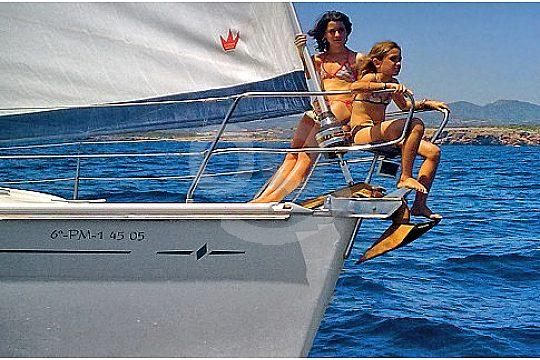 Kinder auf der Segelyacht
