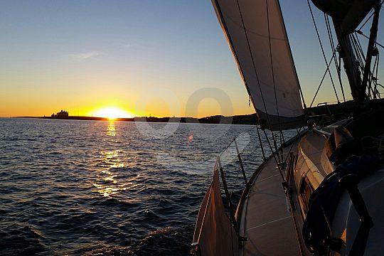 Sonnenuntergang auf dem Segelboot