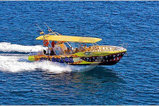 Auf dem Speedboot im Osten