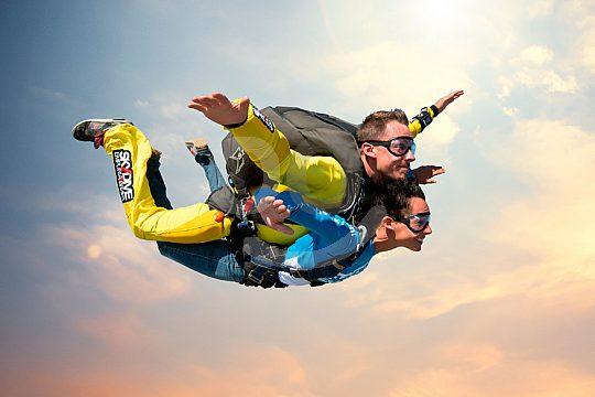 Freier Fall beim Skydiving in Empuriabrava