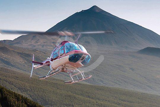 Rundflüge Teneriffa mit dem Hubschrauber über den Bergen