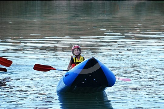 Kind bei der Kayak Tour nahe Malaga