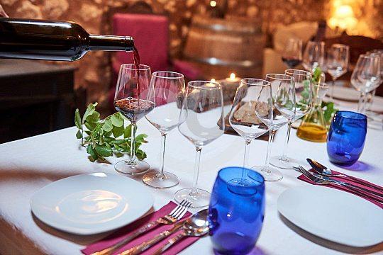 gedeckter Tisch für Weinprobe