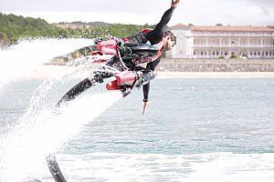 Höhenflug auf dem Flyboard in Gorliz - cooler Wassersport an der Costa Vasca