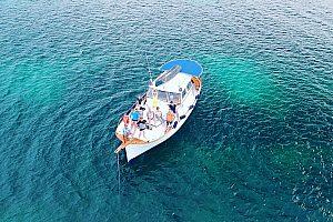 Ein mallorquinisches Boot mieten auf Mallorca ab Alcudia mit Skipper