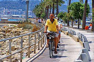 radfahrer strandpromenade palma