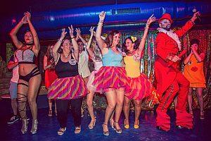 Die etwas andere Party in Benalmádena: Verrückte Cabaret Dinner Show