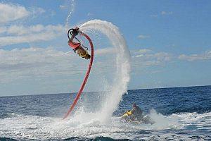Mit dem Flyboard über das Wasser auf Gran Canaria