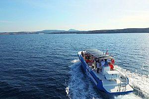 mit dem Boot durch die Bahía de Fornells