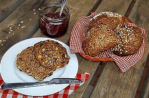 broetchen und marmelade