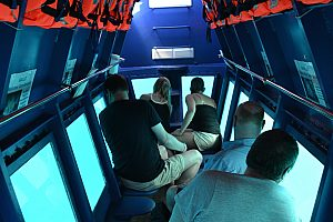 Glasbodenboot Tour Fuerteventura unter Deck