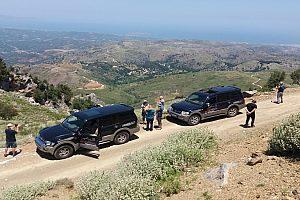 durch atemberaubende Landschaft bei Jeep Tour