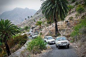 Kolonne der Jeeps bei der Jeepsafari ab Puerto de la Cruz nach Gomera