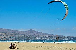 Spektakuläres Kite Surfing auf Gran Canaria im Süden der Insel