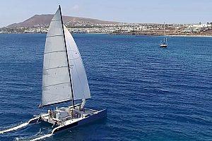 Im Süden von Lanzarote auf Katamaran segeln