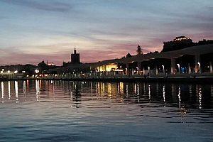 spanische Küste im Abendlicht