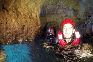 Abenteuer beim Erkunden der Höhle