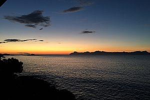 In den Sonnenuntergang fahren mit dem Quad auf Mallorca