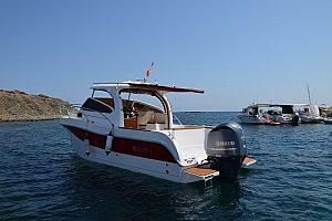 Exklusiv ein Motorboot in Santa Pola chartern - auf Wunsch mit Skipper