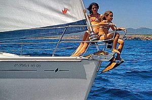 Kinder auf der Bavaria Segelyacht