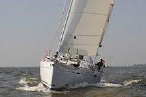Schicke Segelyacht auf Mallorca chartern und ab Santa Ponsa die Südwestküste entdecken